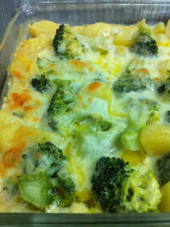Batata e brócolis gratinados ao fôrno
