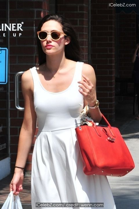 Emmy Rossum Spotted out shopping in Beverly Hills http://icelebz.com/events/emmy_rossum_spotted_out_shopping_in_beverly_hills/photo2.html