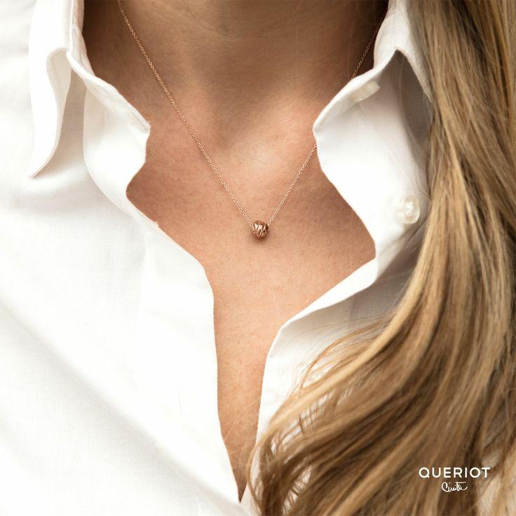 Il nodo d'amore. Collana con nodo medio in oro rosa 9k.