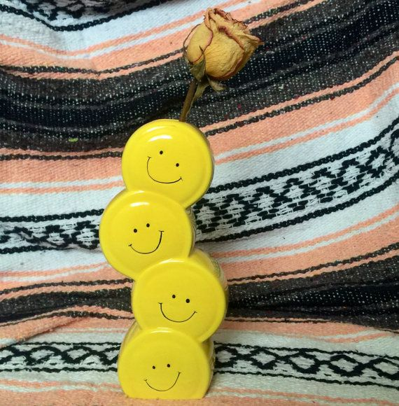 Smiley Face Vase by CatPeopleCollective on Etsy #smiley #face #smileyface #happyface #homedecor #vase #oldstyle #vinatgestyle