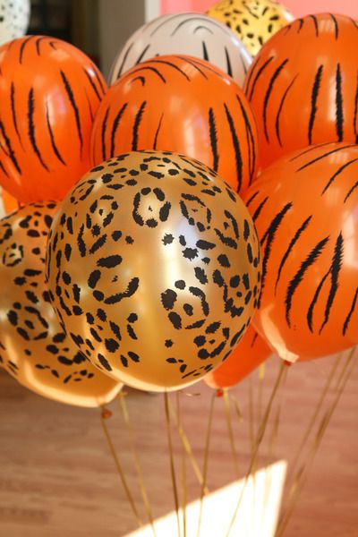 Zebra Ballons- could do with a sharpie @ Maggie & Delina .. Baby shower idea (party city, walmart)