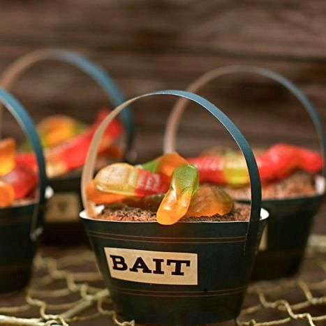 """Bait"" bucket cupcake holder for Swamp party: Dirt Cakes, Kids Parties, Vintage Fish, Birthday Parties, Fish Parties, Fish Birthday, Parties Ideas, Parties Theme, Gummy Worms"