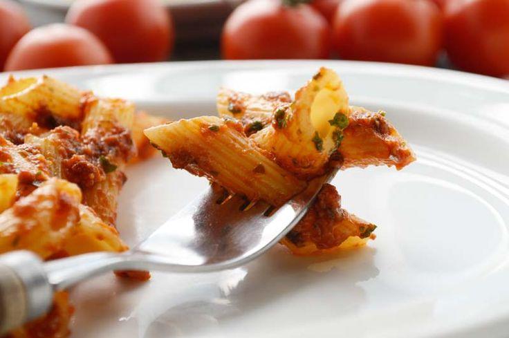 Das #Tomaten-Pesto mit #Bärlauch schmeckt köstlich zu Nudeln. Ein Rezept, das sie unbedingt in der Bärlauchzeit zubereiten sollten.
