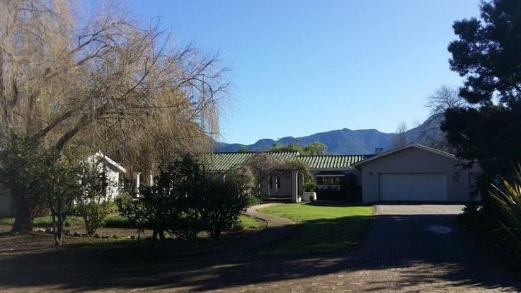 Farmlands BnB - Farmlands BnB is a charming farm retreat with beautiful gardens. Located close to town, the Fancourt Hotel, the airport and beaches, it is on the Outeniqua Country Hop Tourist Route and ideally situated ... #weekendgetaways #george #gardenroute #southafrica