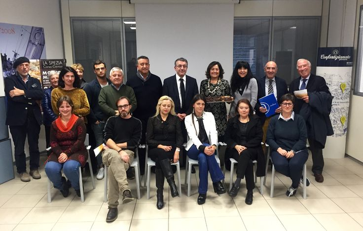 foto di gruppo alla conferenza stampa di Sapori e Mestieri. Gli organizzatori dell'evento ed alcuni artigiani