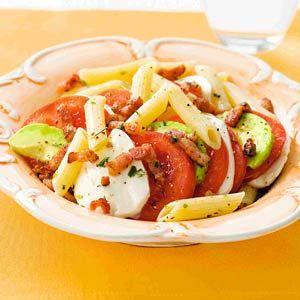 Recept - Mozzarella-pastasalade met spekjes - Allerhande