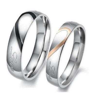 ¿Te gustaría comprarle un detalle a tu pareja pero tienes el bolsillo vacío? Ningún problema. Regálale este precioso anillo de acero inoxidable (color oro negro/plata) por menos de un euro...