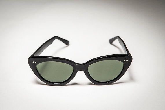Classic Women's Cat Eye Sunglass True Vintage by SunglassMuseum