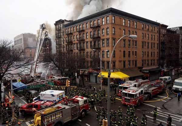 Robbanás New Yorkban: Három épület leégett (videó)