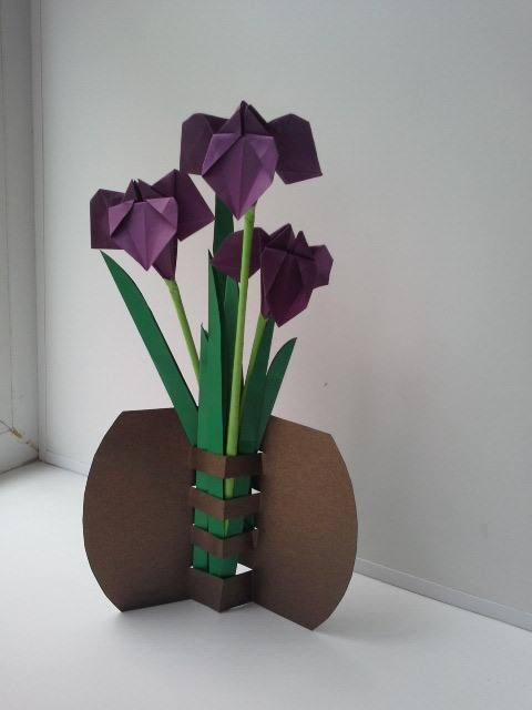 interesting way to display paper flowers