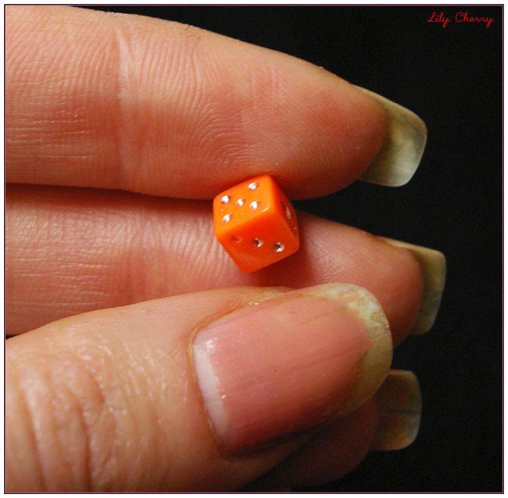 Perle dés a jouer orange 6mm x1 : Perles en Plastique par lilycherry