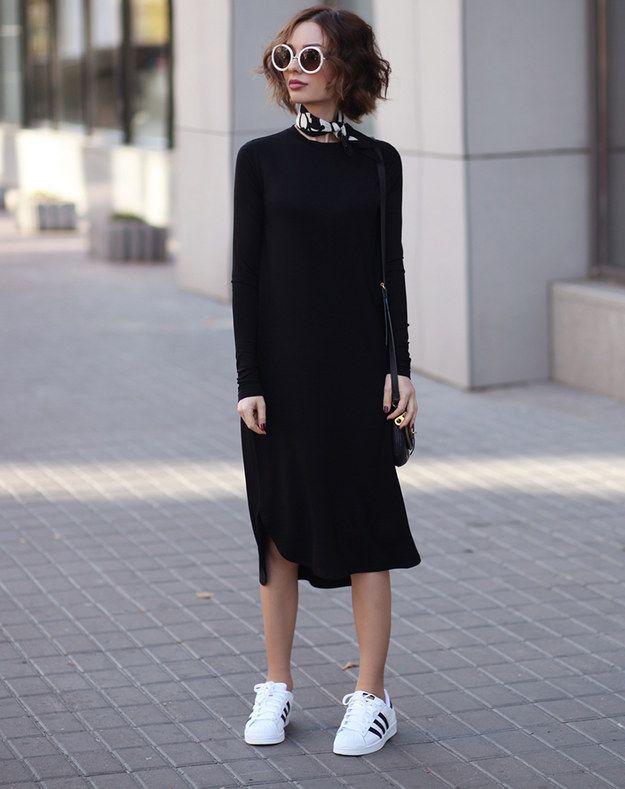 O completamente lisos. | 17 Chicas que te inspirarán a llevar tus vestidos con tenis