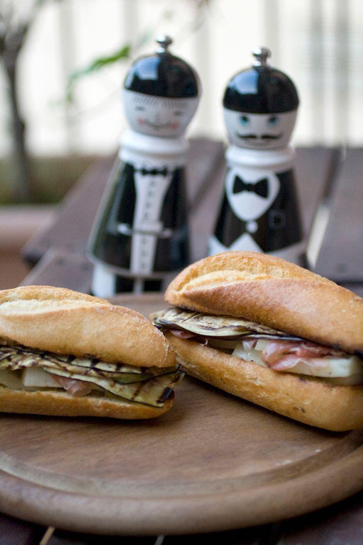 Panino con crudo, melanzane grigliate e Asiago stagionato #sandwich