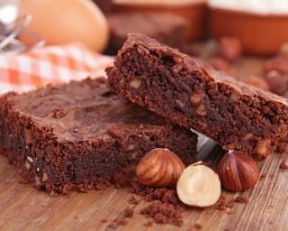 Brownies aux noisettes entières : http://www.fourchette-et-bikini.fr/recettes/recettes-minceur/brownies-aux-noisettes-entieres.html