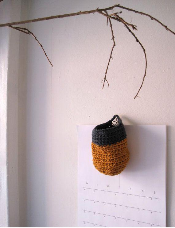 Crochet Hanging Basket, Medium me gusta la rama como soporte o para deco de la foto