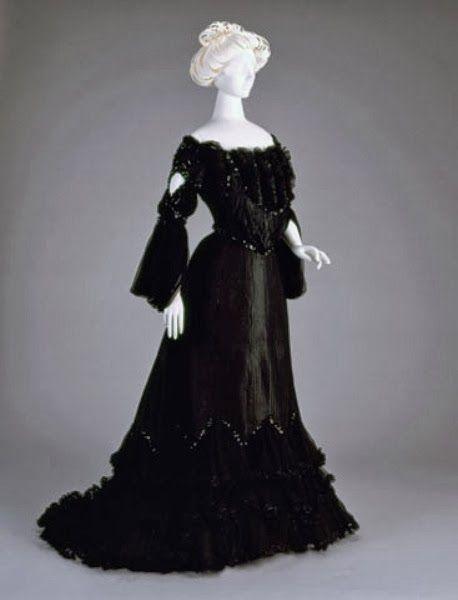 Evening Dress, 1902-1903, via The Cincinnati Art Museum.