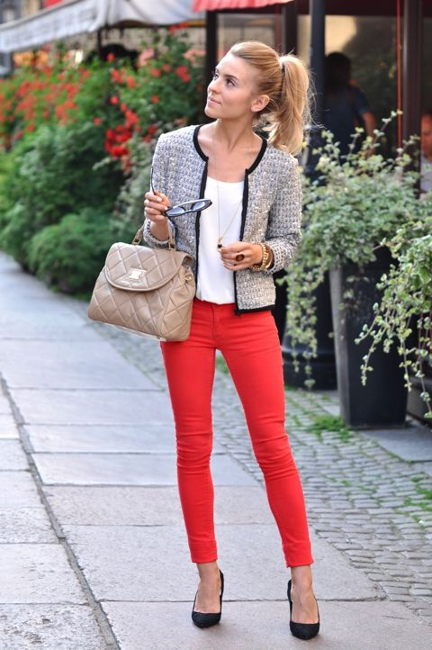 Bouclé jacket, white top, red skinny jeans, black heels, nude bag