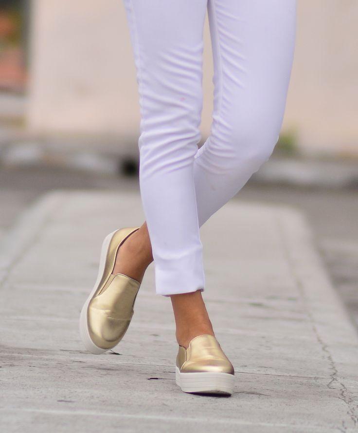 outfits tenis dorados
