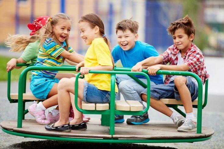 Детская площадка помогает детям развиваться не только физически, но и приобретать полезные социальные навыки