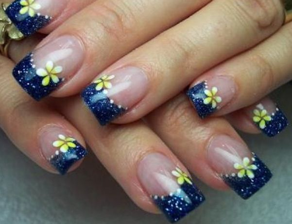 Girly West Virginia nails. #Mountaineer style. #itsgametime https://www.facebook.com/thegamefanzone