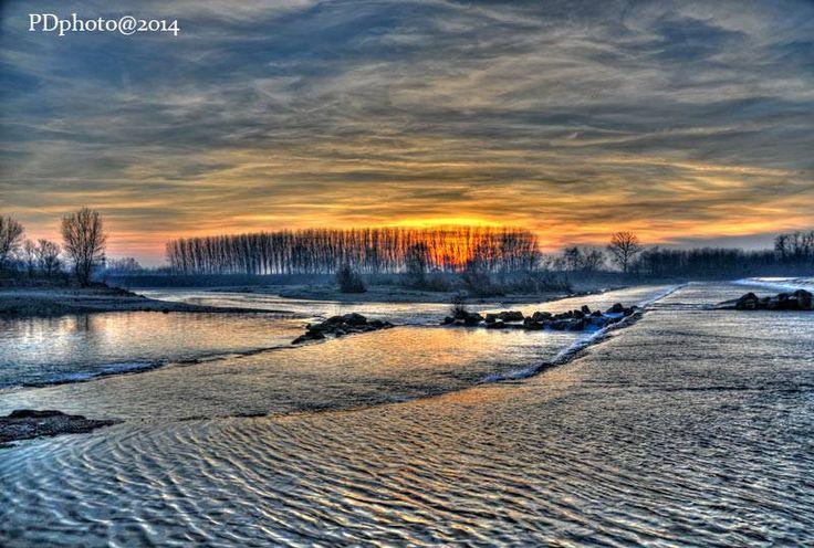 Tramonto silenzioso sul fiume. Pare di sentire lo sciabordio dell'acqua. Pic: Daniele Piedinovi #Lomellina #turismo #Pavia #Milano #natura