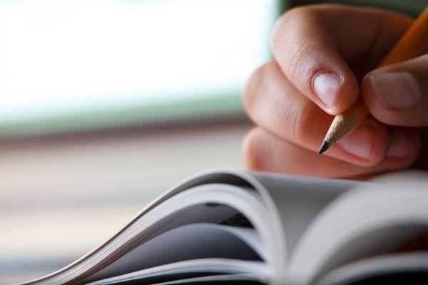 Tengo que estudiar para mi examen de matemáticas con mi amiga. Yo quiero recibir una nota buena en mi examen.