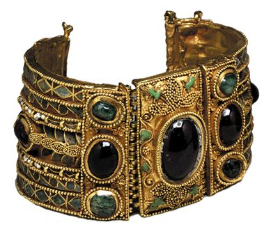 Bracelet from the Olbia Treasure, First Century BC; gold, garnets