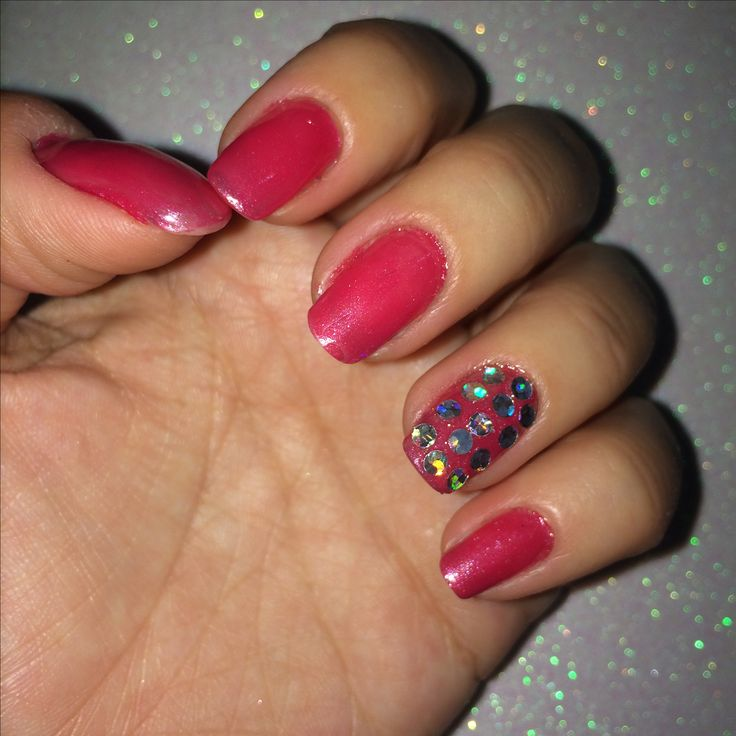 Nail art pink red