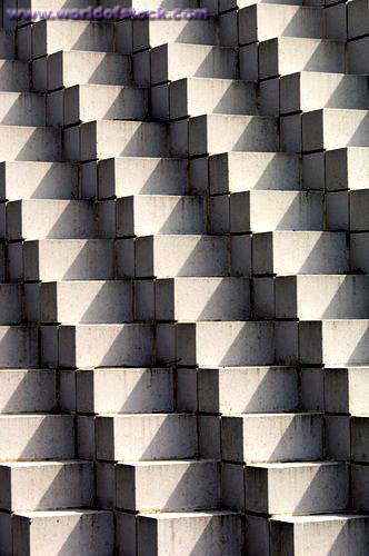 Sol LeWitt, Four Sided Pyramid