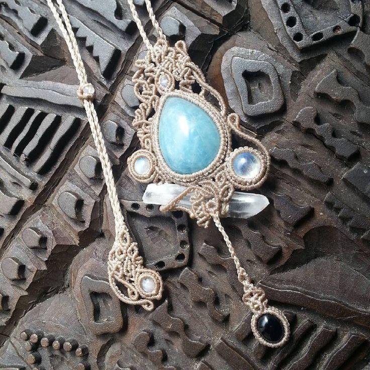 *new necklace* *Sold out* ありがとうございました aquamarine(アクアマリン) crystalpoint(水晶ポイント) rainbowmoonstone(レインボームーンストーン) iolite(アイオライト) 海を思わせるようなアクアマリン、どこから見ても虹が煌めくレインボームーンストーン、スパイスを効かせた水晶ポイント、深くて優しいアイオライト、エンドには透明度の高いムーンストーン、優しい雰囲気を意識しながら、全ての石がそれぞれ主役になるようにデザインしました* 下のアイオライトがユラユラ揺れて、身に付けていると揺れているのが目線に入るので、つい体を揺らしたくなりますw お気に入りの作品になりました* #macramejewelry #macrame #love #handmade #serendipity #necklaces #accessories #gems #accessorize #yolo #iolite #watersapphire #happy #aquamarine #quartz #crystal #cute...