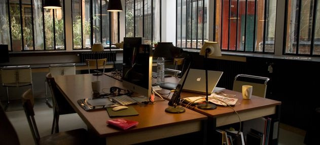Coworking at The Laptop,  open to all creators of pictures, texts, sounds and interactive objects who need to work in a punctual or permanent way in a calm, atypical and stimulating environment, away from home or in telecommunications.
