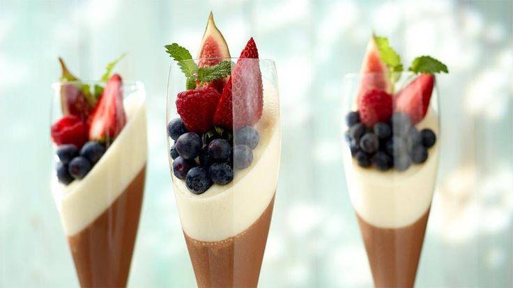 Czekoladowa tęcza ze świeżymi owocami - poznaj najlepszy przepis. ⭐ Sprawdź składniki i instrukcje na KuchniaLidla.pl!