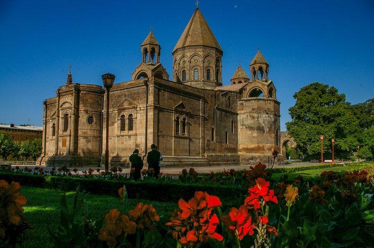 Jeżeli planujesz swoja podróż do Armenia to zapraszamy do naszego przewodnika, najważniejsze informacje o tym co najpiękniejsze ;)