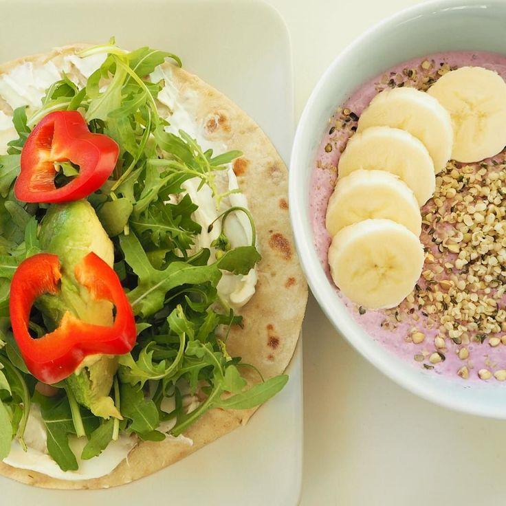 Lunsj  Speltlompe med snøfrisk skinke og mye grønt. Kokosmelk med blåbær hampfrø hel bokhvete og banan