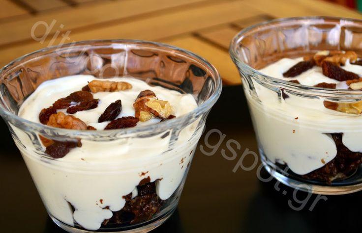 Γευστικές απολαύσεις από σπίτι: Ελαφρύ γλυκό με γιαούρτι και σοκολατένια δημητριακά