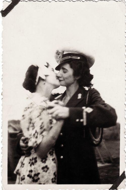 teen-girl-clip-ebony-hot-kissing-lesbian-teen-hairy-pussygif