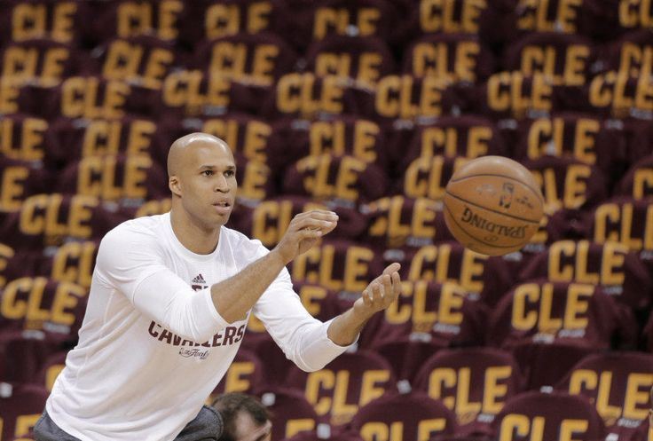 LOOK: Richard Jefferson supports Kyrie Irving's Earth hot take with t-shirt = Kyrie Irving and the flat Earth conspiracy — you've heard all about it already. If you haven't, the Cleveland Cavaliers point guard made headlines aplenty with his belief that…..