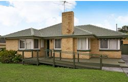 Double and triple fronted brick veneer (1960s – 1970s) The 1960's saw the establishment of a standard 'brick veneer house', relatively plain in style, however effective and built on a relatively small budget. In this period of growth, brick veneer homes allowed for standardised construction, and saw many of these homes sprawled across former farmland, to create Melbourne's (then) outer suburbs.