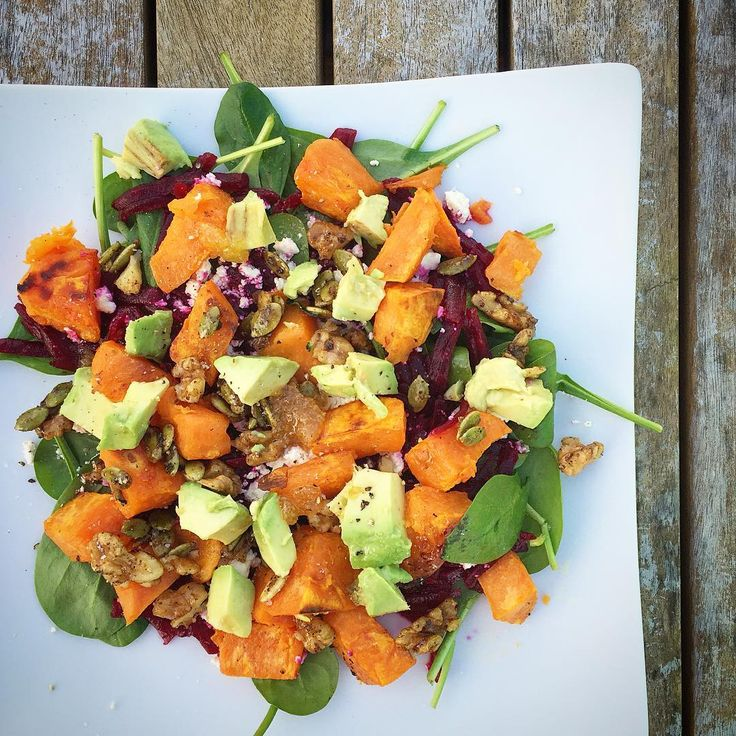 ❤️ Kumara, Spinach & Avocado Salad ❤️ ✔️handful of baby spinach ✔️2 medium beetroots, grated ✔️1/2 orange kumara, peeled, cubed, roasted (in a little olive oil, salt & pepper in oven at 200C for 20mins, until golden) ✔️small handful walnuts & pumpkin seeds ✔️1 tbsp pure maple syrup ✔️1/2 tsp mixed spice ✔️1/2 avocado ✔️sprinkle of feta (optional) ✔️dressing: lemon juice, olive oil & honey ✔️salt & pepper