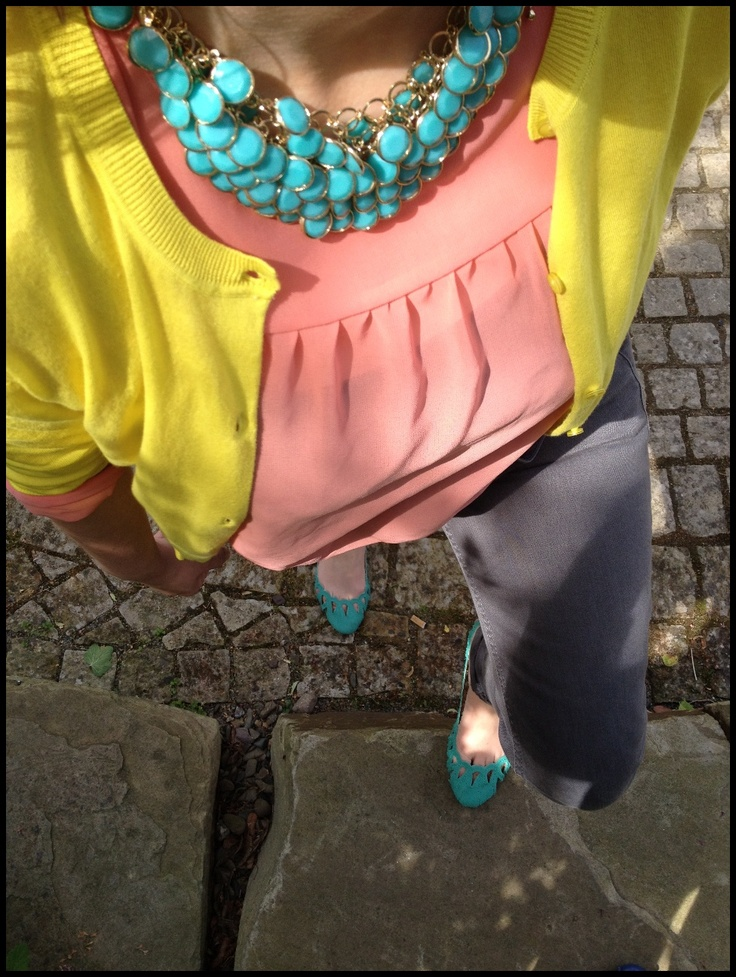 colourful outfit, yellow cardigan coral turquoise grey... interesting combination... let's see if I can pull this off...