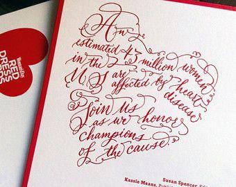 {EEN HAND KALLIGRAFIE UITNODIGING ONTWERP}   {G r a g c e}  De Grace uitnodiging ontwerp is hand letters in mijn handtekening vintage stijl kalligrafie. Het ontwerp is een jaunty hoek, elegant verspreiden over de pagina. Het ontwerp is vervolgens gescand en geleverd met een hoge resolutie voor het afdrukken.   {D e t een i l s}  Creatie: Uw ontwerp is hand-letters in vintage stijl kalligrafie, met speciale aandacht voor elke lijn & een swirl van de pen. -Dit ontwerpeigenschappen veel bloeit…