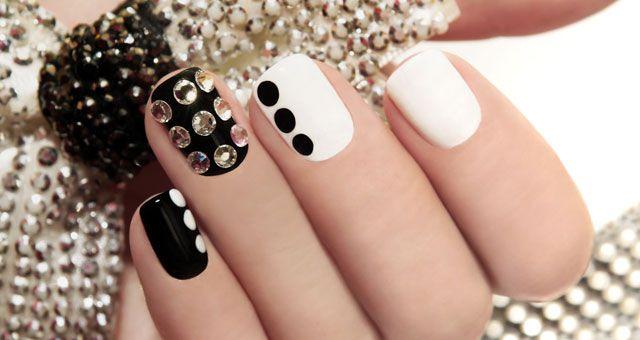 La nail art continua a scoprire nuove tecniche e a creare nuove mode , vediamo oggi come fare per chi ha le unghie corte.http://www.sfilate.it/241046/la-nail-art-anche-per-le-unghie-corte