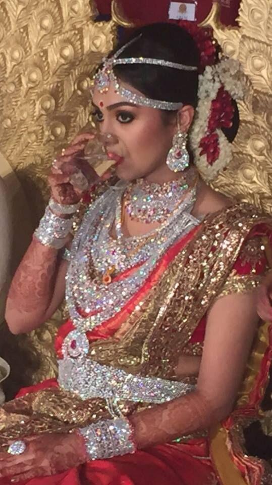 --!!!!! Amazing Wedding !!!!!----- Ravi Pillai, richest Keralite NRI Businessman's Daughter on her #Wedding. No gold #Jewellery..... Only #Diamonds.