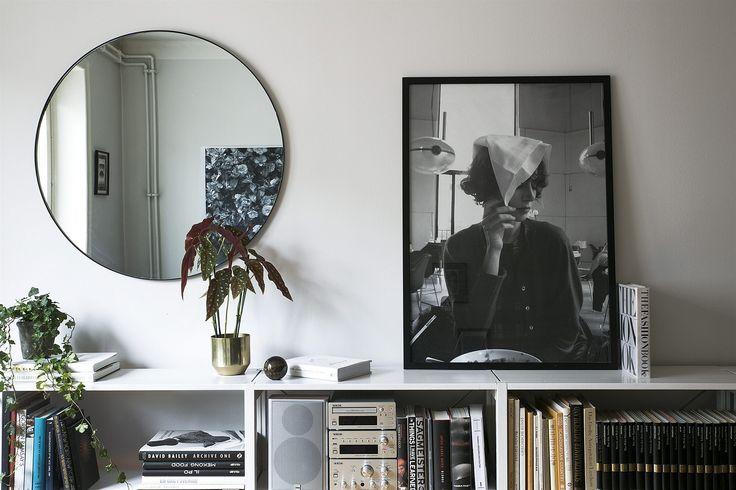 Sveavägen 122, Stockholm. Klassiskt 30-tal med balkong invid Odenplan med garage i huset. Möjlig 3:a som idag disponerad som 2,5:a med högt läge genomgående mot gata och fin gård. Fantastic Frank.
