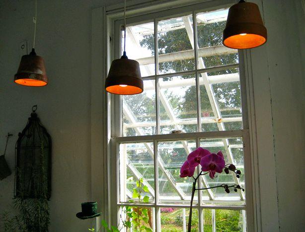 Pendant Lamps from Garden Pots  via Urban GardensDiy Terra, Hanging Pendants Lamps Thre, Con Macetas, Gardens Can, Terracotta Can, Pendants Lights, Clay Pots, Pots Pendants, Pots Lights