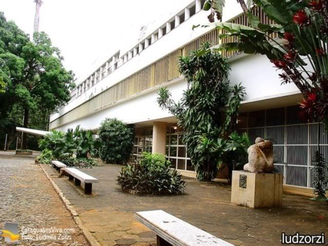 """Outro olhar do """"Colégio Cataguases"""", de Oscar Niemeyer."""