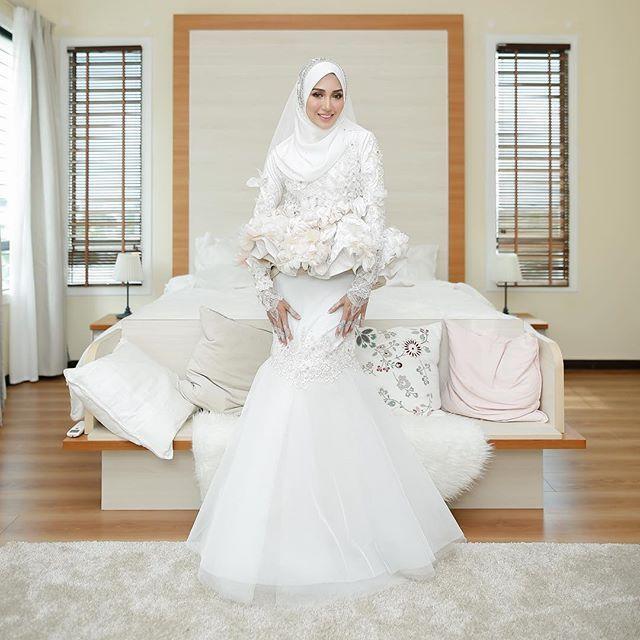 Ijab Qabul Irshad & Hanis  8 September 2017  Masjid Tuanku Mizan Zainal Abidin  #irshadnones    ___________  Official Photographer @hamizahhhh   Official Videographer @wsvs.co  Dress @minazcreation @minaz.my  Hijab @tudungruffle  Makeup @naqiahrahim  Handbouquet @flower_byqueen  Hantaran @flair.design  Henna @jeaahenna  Bridemaids Hijab @tudungruffle   Bridemaids Dress @shawlpublika  Bridemaids Shoes @frkl21    #irshadnones    #Regram via @hamizahhhh