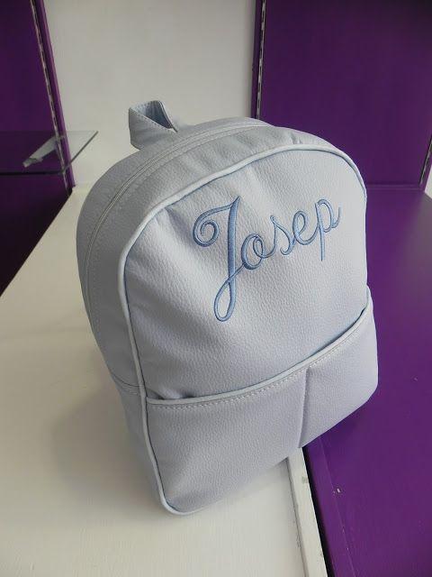 La mochila es el artículo top ventas de la temporada, pueden ser de  polipiel, tela..., tamaño guardería o escolar, personalizada o no, las h... bebetecavigo
