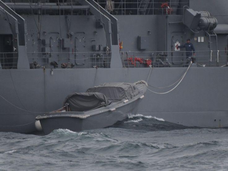 ところで、魚雷が積まれていた所を見ると  「ちはや」は沖で、新型魚雷の運用試験を行っていたのだろうか。  本船や漁船がうろうろしているこの相模湾で?  それとも、沖で潜水艦に魚雷を積み込むのか、このうねりの中で。  呉で見た感じでは、魚雷の積み込みはかなりデリーとな作業になりそうである。  この荒れた海では、まず無理と思う。  となると、横須賀の第2潜水艦群のために運んでいる。  運用試験で発射した魚雷拾い上げて、運んでいる。  もう一つ、実際の海で潜水艦の潜航深度より深い所まで沈めて耐圧試験  PTCを利用し、深海潜水員が直接観察する。これかな当たりは!  皆さんは、どう思います?