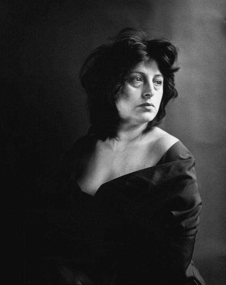 Anna Magnani, actress, New York, April 17, 1953 #RichardAvedon Follow at: https://www.pinterest.com/photography_net/richard-avedon-1923-2004/